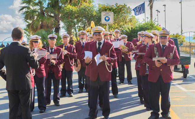 Tanti applausi alla banda di Diano Marina in concerto per le vie della città