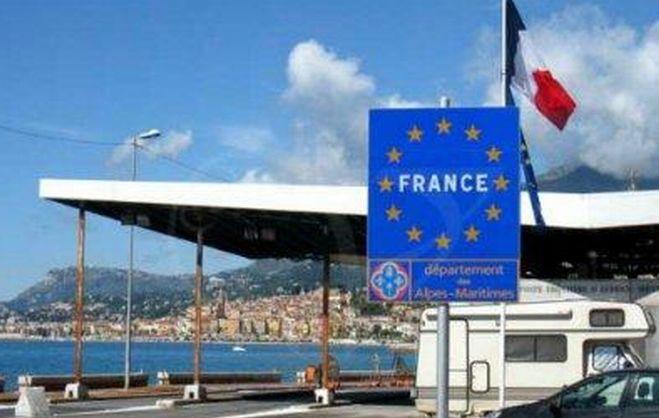 Andare in Francia stipati come bestie in un furgone, costava 20 euro ad immigrato, ma i Carabinieri lo scoprono