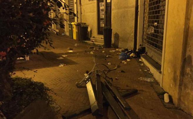 Panchine rotte, alberi divelti, rifiuti in giro: la notte brava dei vandali ad Imperia
