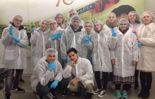 """Gli studenti tortonesi del """"Carbone"""" in visita alla Saclà di Asti"""