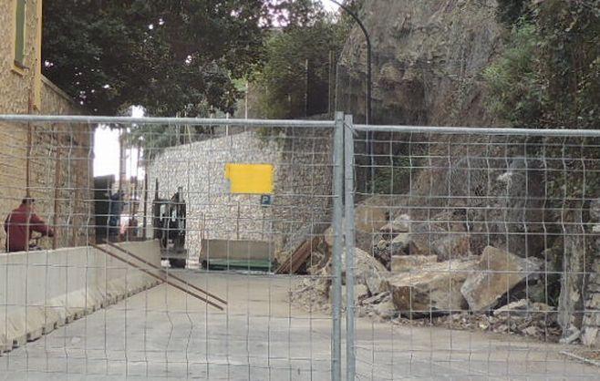 Prorogata di una settimana la chiusura di via Torino a Diano Marina per rimuovere i massi