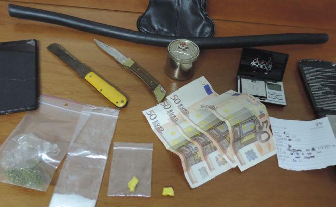 Valenza, italiano denunciato perché in auto aveva questi oggetti