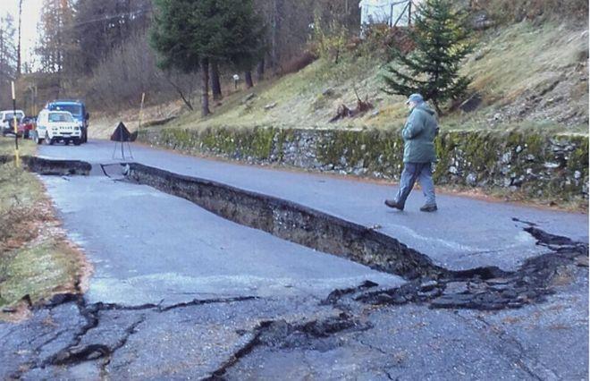 Reportage fotografico a Mendatica, paese distrutto nell'entroterra imperiese da frane e smottamenti