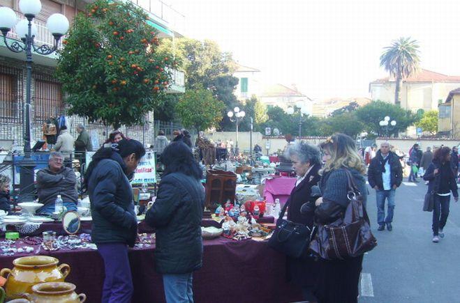 Diano Marina riduce il numero dei banchetti al mercato settimanale: da 214 a 183