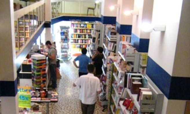 Sabato in omaggio alla Mondadori di Alessandria il racconto premiato al concorso letterario