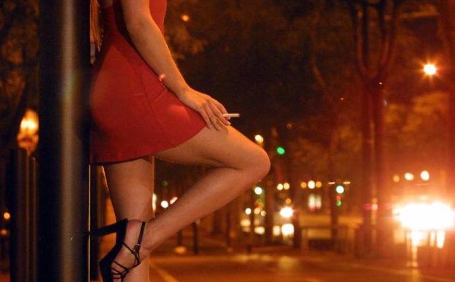 Alessandria, paga 30 euro per fare sesso con una prostituta, ma una volta finito li rivuole indietro