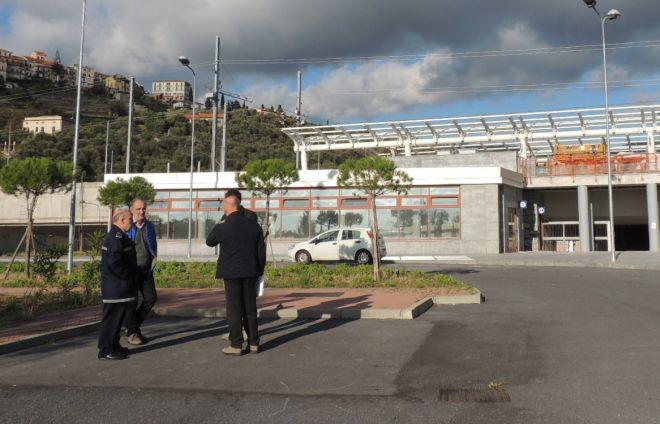 """Sopralluogo delle Ferrovie alla nuova stazione di Diano: """"Tranquilli, verrà aperta in tempo"""""""