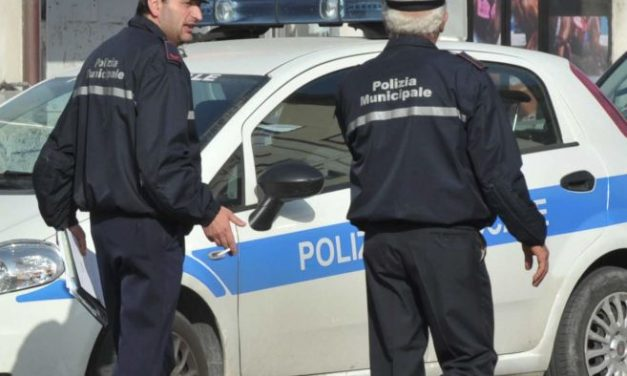 I Vigili urbani di Novi Ligure multano un'auto priva di assicurazione