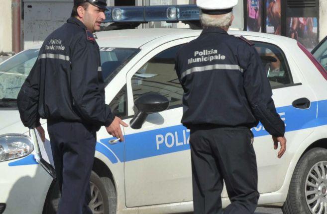 Controlli dei Vigili urbani di Novi Ligure contro mendicanti e parcheggiatori abusivi