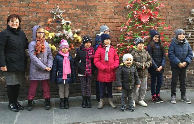 Da Casale Monferrato a Mantova gli auguri dei bambini con gli alberi di Natale del riciclo