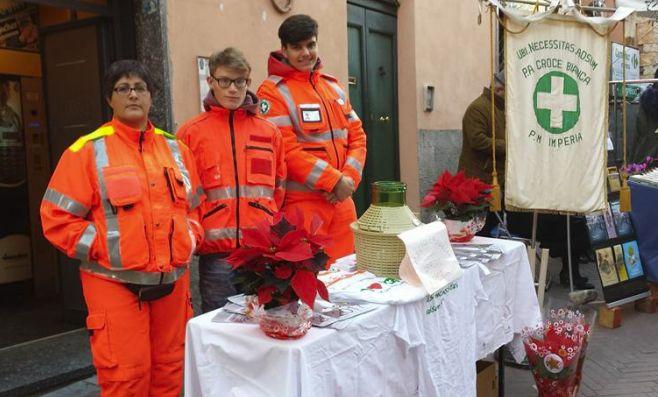 Un iniziativa della Croce Bianca di Imperia per la Valle Arroscia: una stella di Natale in cambio di un offerta per ricostruire