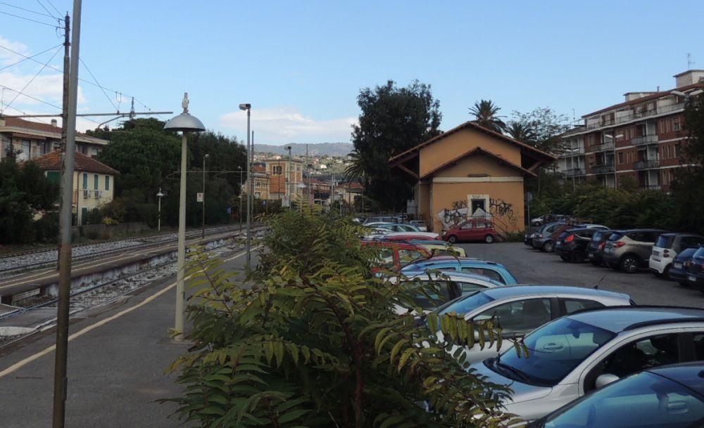 Diano Marina, la sede degli operai comunali trasferita all'ex Magazzino della stazione. Persi altri parcheggi