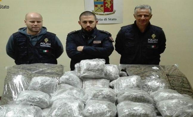 I poliziotti della squadra Mobile di Alessandria sequestrano 110 Kg di droga e arrestano due italiani