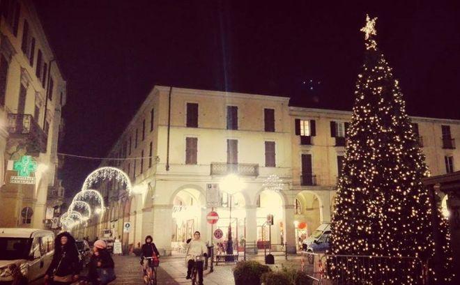 Luminarie natalizie accese a Tortona grazie a Simecom. Senza lo sponsor sarebbe stata al buio