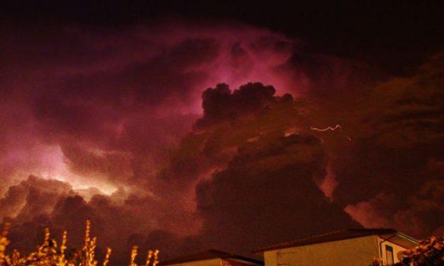 Quasi cessato allarme a Tortona per la nube che si è sprigionata dall'incendio alla raffineria di Sannazzaro, ma cadranno le polveri