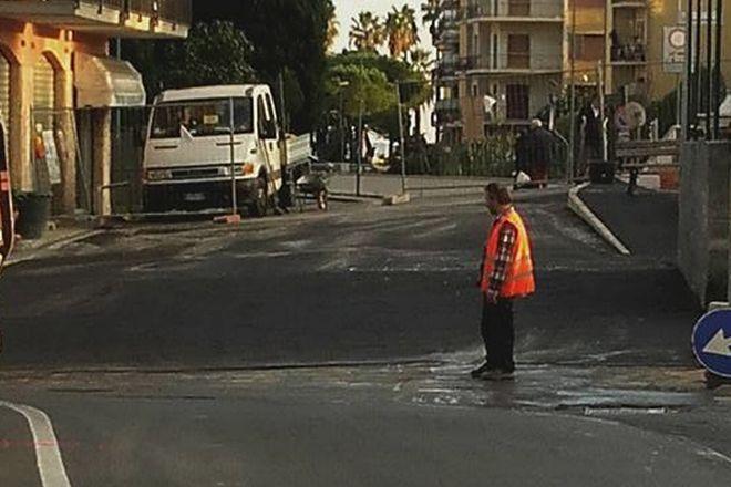 Diano Marina, il Pontino non 'è più, asfaltata la strada. Sarà aperta in tempo per collegare la nuova stazione