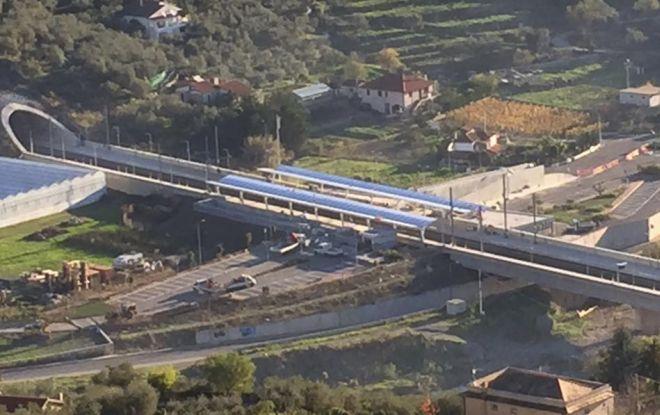 Aperta la nuova stazione di Diano ma scendere costa caro: 3 Km a piedi o 10 euro di taxi