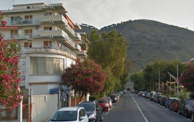 Pensionata di Ventimiglia si suicida gettandosi dal balcone vicino al mare