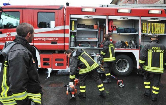 Si incendia il tetto di un'abitazione a Terranova Monferrato, i pompieri lavorano per oltre due ore