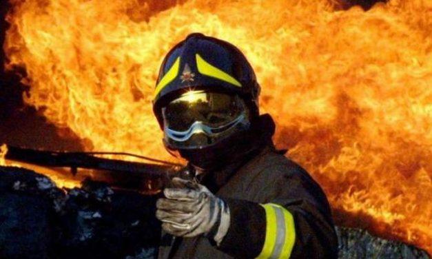 Incendio a San Giuliano intervengono 4 squadre dei pompieri, una da Tortona e tre da Alessandria per salvare le case