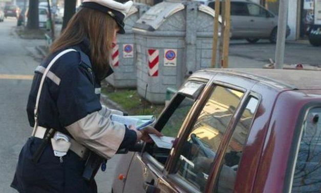 Il Comune di San Bartolomeo spende 10 mila euro per notificare le multe agli stranieri, ma è obbligato a farlo