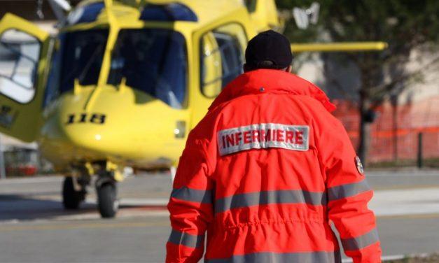 Fuori strada con l'auto con l'auto a Brignano Frascata, due giovani in prognosi riservata trasportati con l'elicottero
