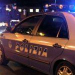 Casale Monferrato, ruba Gratta&Vinci all'autogrill ma viene inseguito dal barista che si getta sull'auto e arrestato dalla Polizia