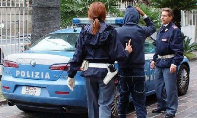 Imperia, allontanati dalla Polizia di Stato due romeni che molestavano i passanti davanti al supermercato