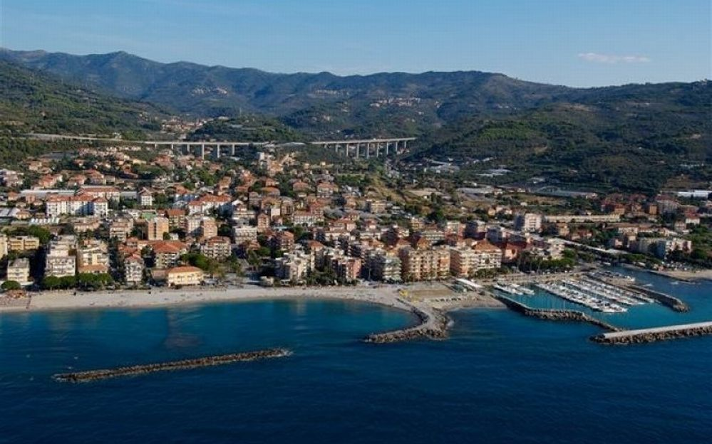 Da oggi a San Bartolomeo c'è il bus estivo che dai parcheggi gratuiti distanti porta alle spiagge
