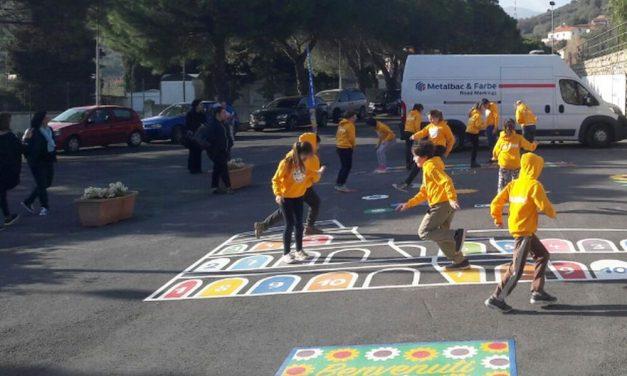 Da ieri a Diano San Pietro c'è un parco giochi innovativo, con una struttura presentata per la prima volta in Italia/Le immagini