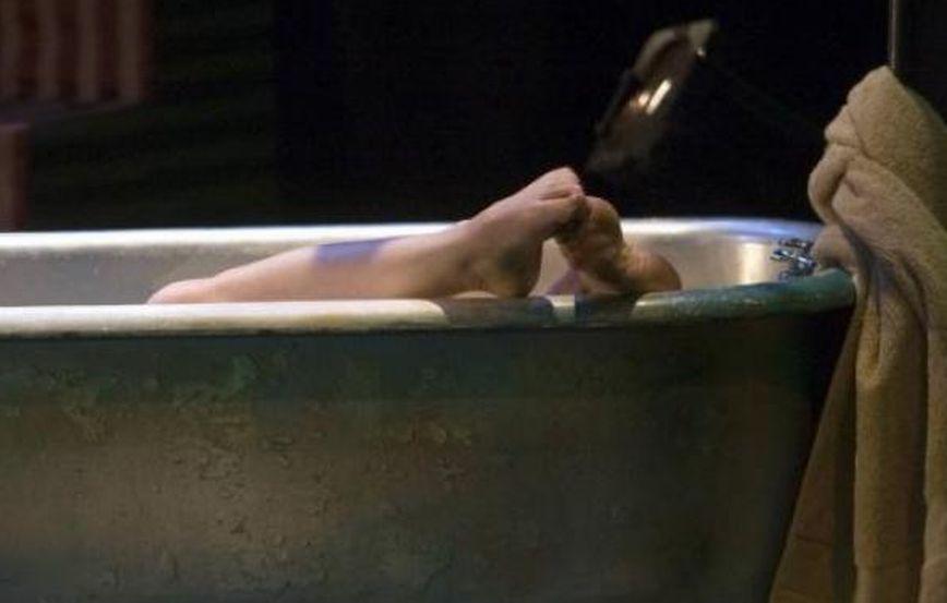 Vasca Da Bagno Ufo : Anziana pensionata cade e rimane 30 ore dentro la vasca da bagno