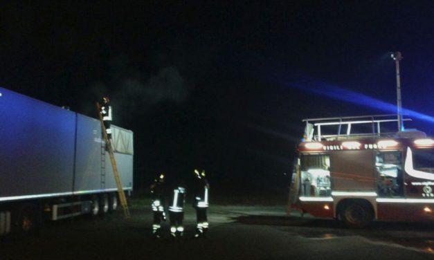 Camion a fuoco in un parcheggio a Tortona, l'Unità Gamma se ne accorge, chiama i pompieri ed evita ulteriori danni/Le immagini