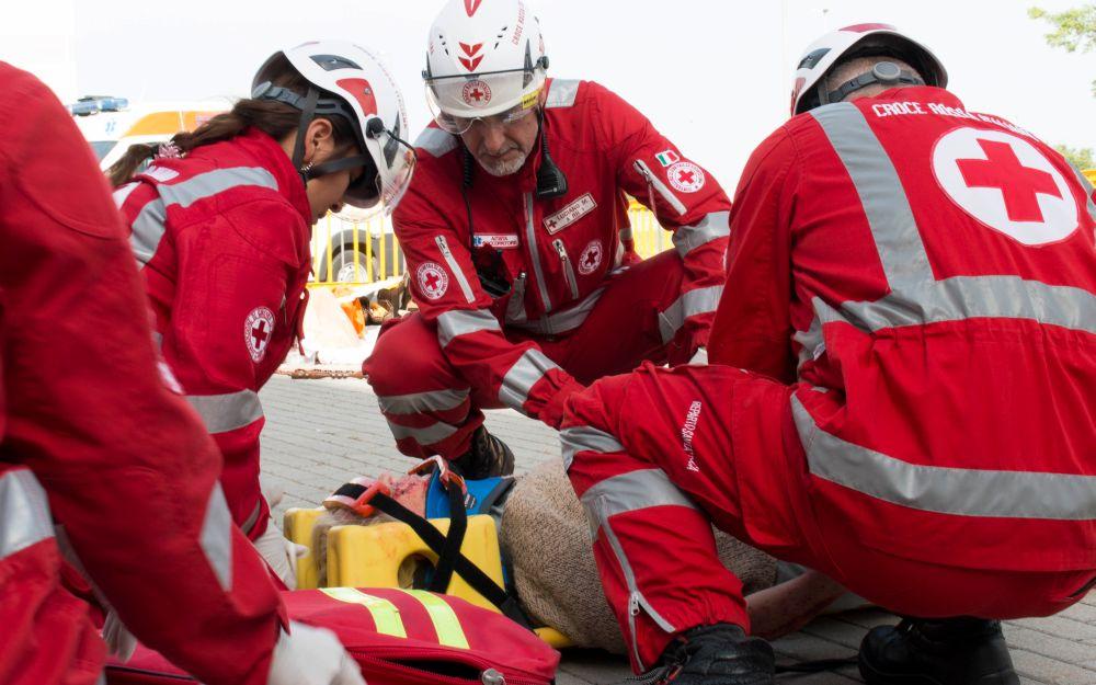 Cade in bicicletta lungo la ciclabile a Sanremo e viene ricoverato in prognosi riservata