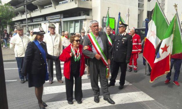 A Diano Marina celebrato l'anniversario della Liberazione con la partigiana Mina Garibaldi e i ragazzi delle scuole./Le immagini