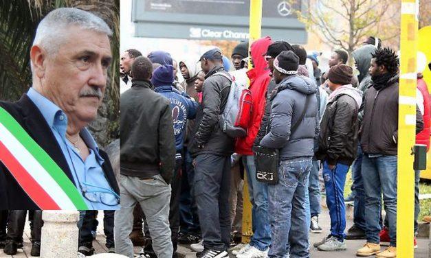 Migranti mantenuti a nostre spese dalle cooperative vengono a chiedere l'elemosina a Diano Marina!