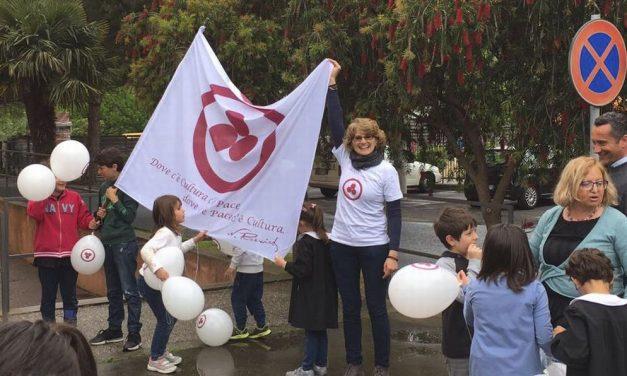 Bambini e maestre della scuola elementare di Diano San Pietro hanno festeggiato la pace con tante iniziative./Le immagini