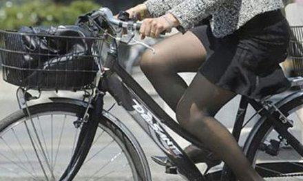 """Donna francese fermata in bicicletta in autostrada a Casale Monferrato: """"Ero ammirata dalla bellezza del paesaggio"""" si è giustificata"""