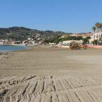 Nuova sabbia alla spiaggia Delfino e al Molo delle Tartarughe di Diano Marina per renderle ancora più belle./Le immagini