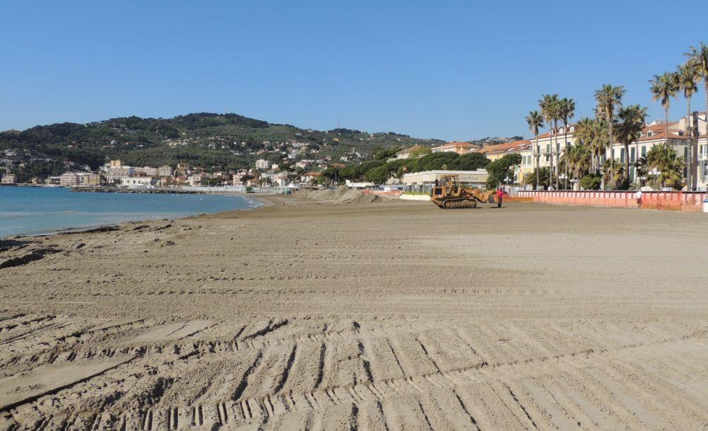Nuova sabbia alla spiaggia delfino e al molo delle tartarughe di