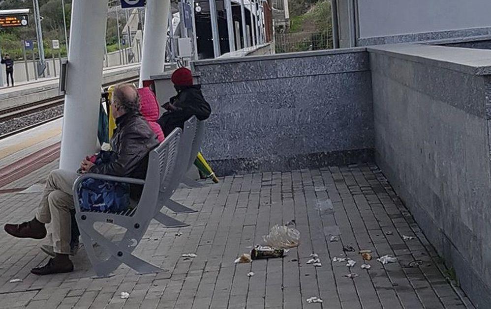 La nuova stazione di Diano è già un ricettacolo di rifiuti: ma esistono gli interventi di pulizia o….?