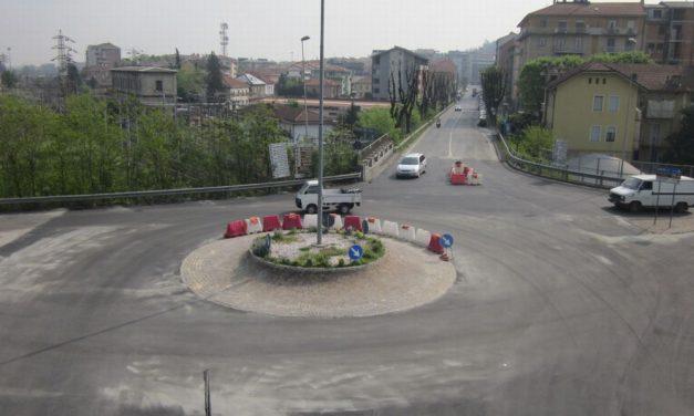 Grave incidente stradale a Tortona alla rotonda Liebig, uomo di 37 anni ricoverato in prognosi riservata all'ospedale