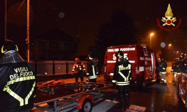 Hanno lavorato fino a mezzanotte per spegnere l'incendio a Villalvernia