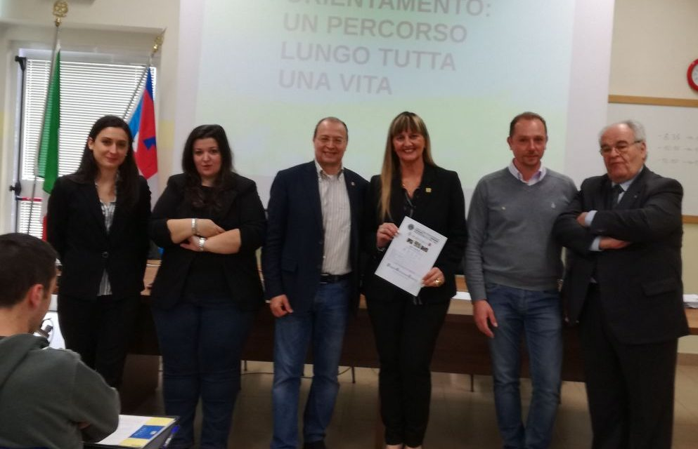 """Il Lions club Tortona Host al Liceo """"Peano"""" per aiutare i giovani a scegliere il loro futuro"""