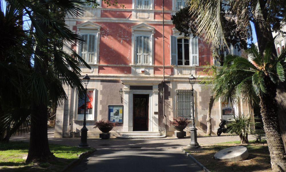 Otto artisti dianesi espongono le loro opere in una mostra a Palazzo del parco di Diano Marina