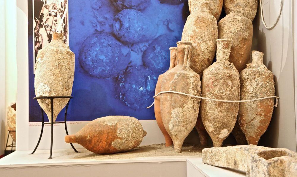 Diano Marina, come avevamo anticipato dieci giorni fa, lunedì ha ufficialmente riaperto la sezione archeologica del museo