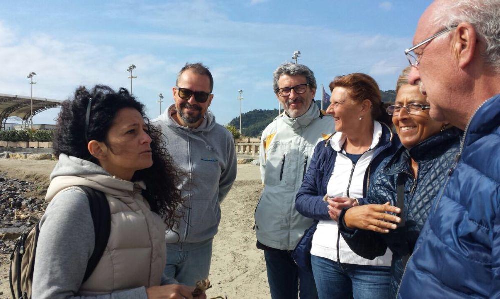 A Diano Marina l'associazione InforMare ha spiegato le bellezze del mare e cosa restituisce. /Le immagini della passeggiata di Giovedì