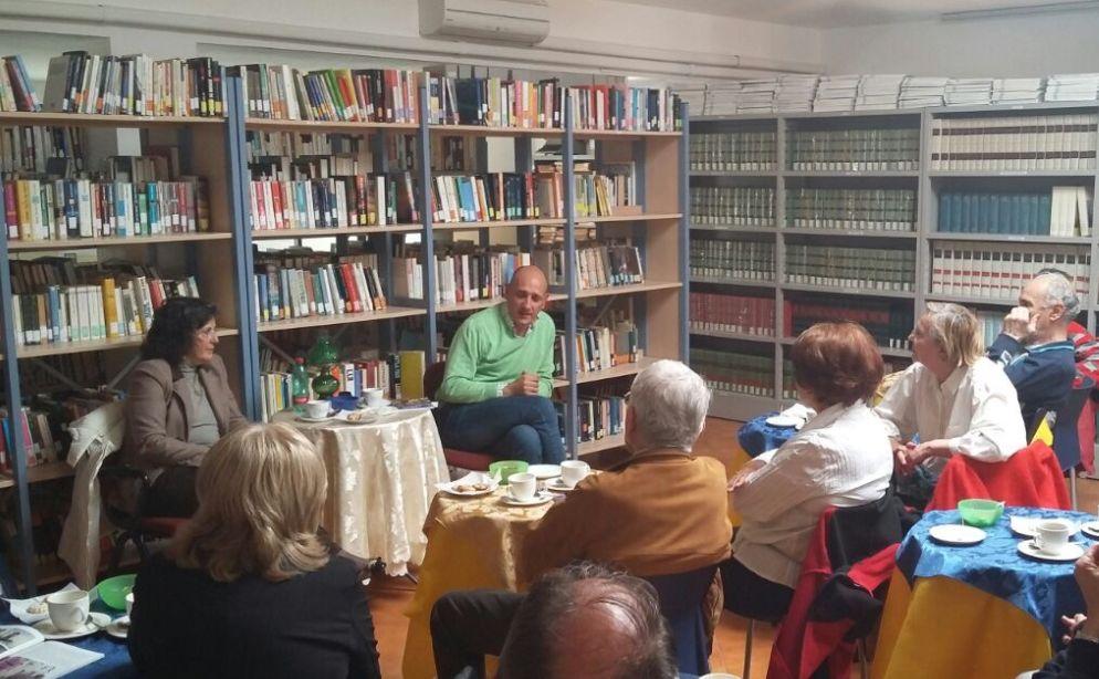Un successo a San Bartolomeo la presentazione delle guide di Viviana Spada sul Golfo Dianese