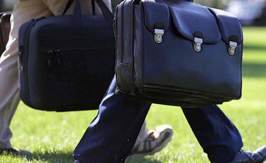 Ad Alessandria la Polizia sorprende un rumeno con un valigetta nera che alla vista delle forze dell'ordine scappa