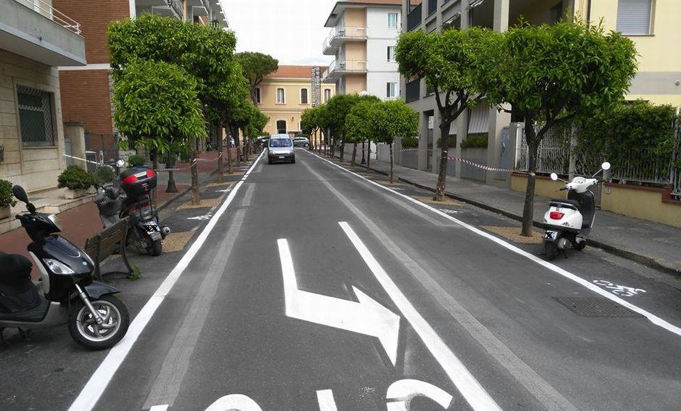 Via Milano a Diano Marina: diventa ufficiale il parcheggio delle motociclette ai lati della strada