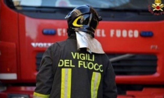 A Gavi in fiamme un trattore in un capanno, ingenti i danni